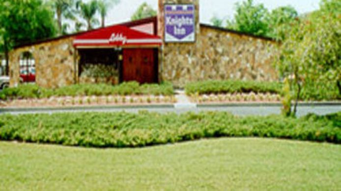 Buitenaanzicht KNIGHTS INN - PALM HARBOR