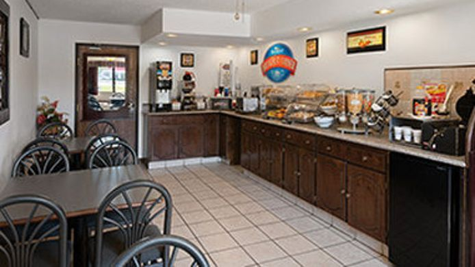 Exterior view BAYMONT INN & SUITES WHITEWATE