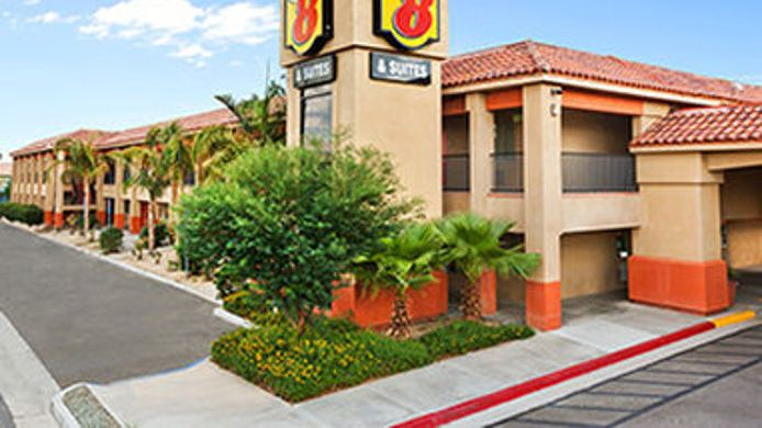 Exterior view SUPER 8 INDIO