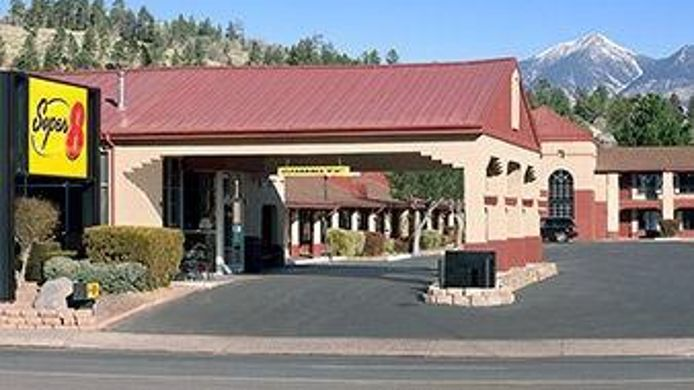Exterior view SUPER 8 CONFERENCE CENTER NAU