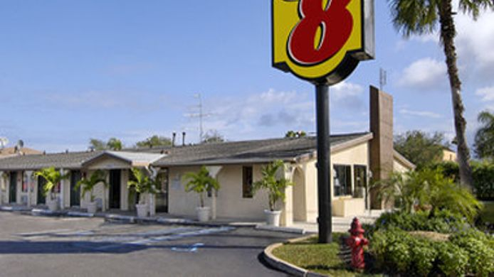 Exterior view SUPER 8 LANTANA WEST PALM BEAC