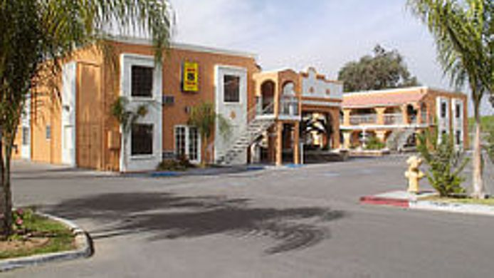 Exterior view Econo Lodge Inn & Suites El Cajon San Diego East