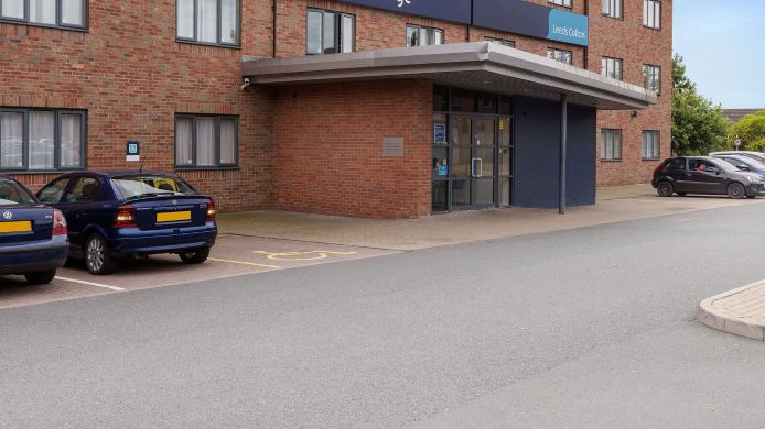 Buitenaanzicht TRAVELODGE LEEDS COLTON