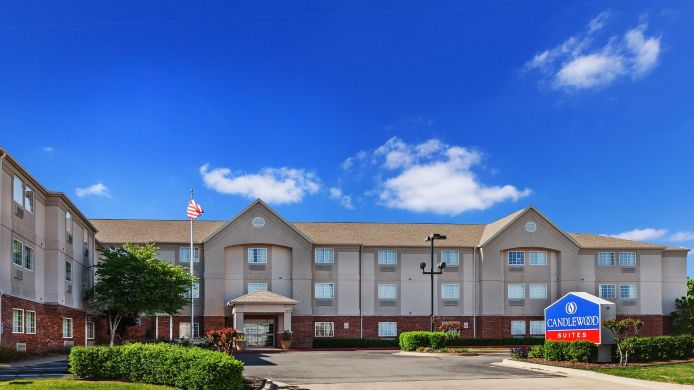 Exterior view Candlewood Suites TULSA