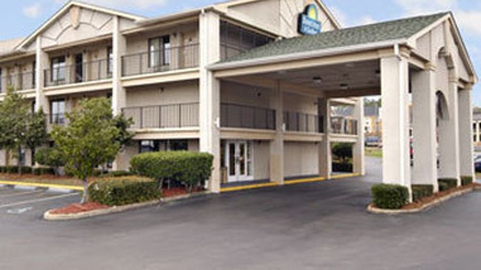 Exterior view DAYS INN & SUITES MOBILE