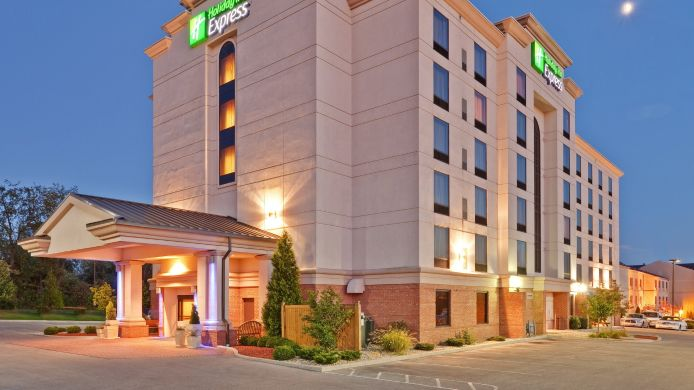 Exterior view Holiday Inn Express & Suites BLOOMINGTON