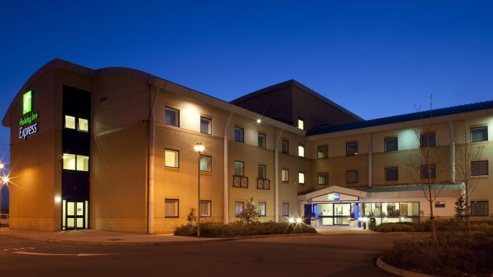 Außenansicht Holiday Inn Express CARDIFF AIRPORT