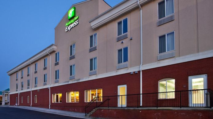 Buitenaanzicht Holiday Inn Express & Suites COMMERCE-TANGER OUTLETS