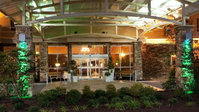 Buitenaanzicht DoubleTree by Hilton North Charleston - Convention Center