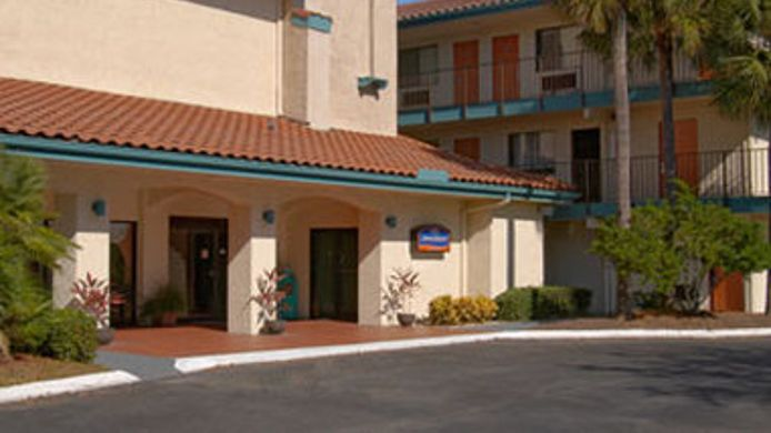 Exterior view HOWARD JOHNSON INN SUITES JAX