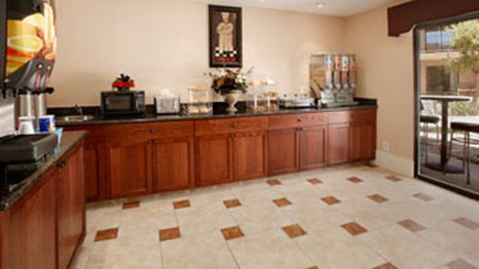 Exterior view TRAVELODGE INN AND SUITES YUCC