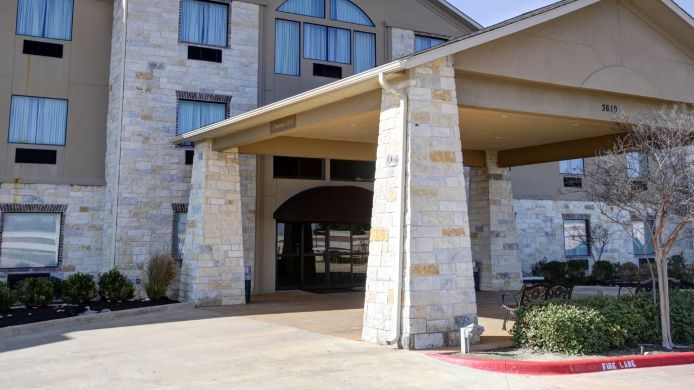 Exterior view Quality Suites College Station