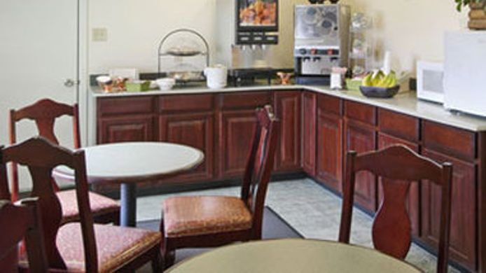 Exterior view SUPER 8 ARLINGTON EAST
