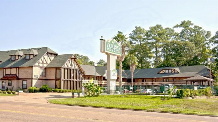 Buitenaanzicht VICTORIAN INN AND SUITES NACOGDOCHES