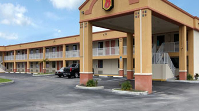 Exterior view Super 8 Titusville Kennedy Space Center Area