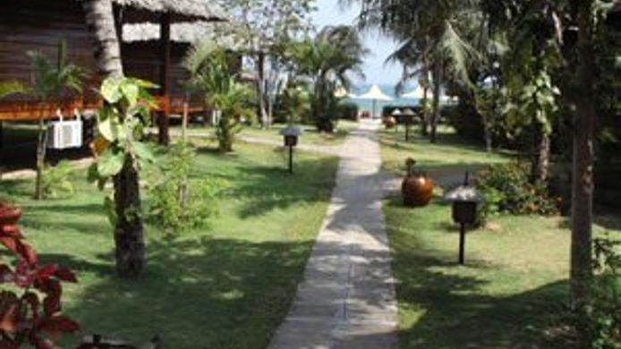 Exterior view COCO BEACH RESORT