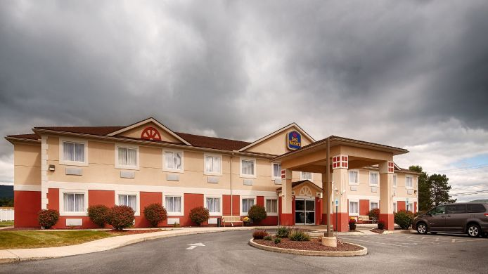 Exterior view Best Western Nittany Inn Milroy
