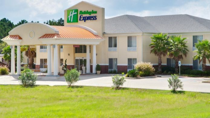 Exterior view Holiday Inn Express LEESVILLE-FT. POLK