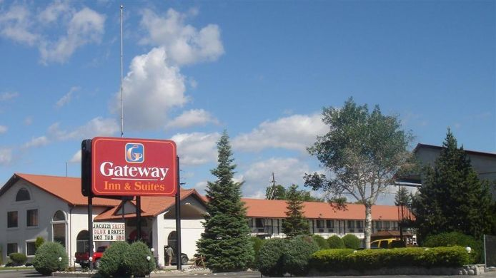Buitenaanzicht GATEWAY INN AND SUITES
