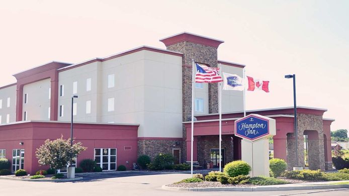 Buitenaanzicht Hampton Inn Watertown