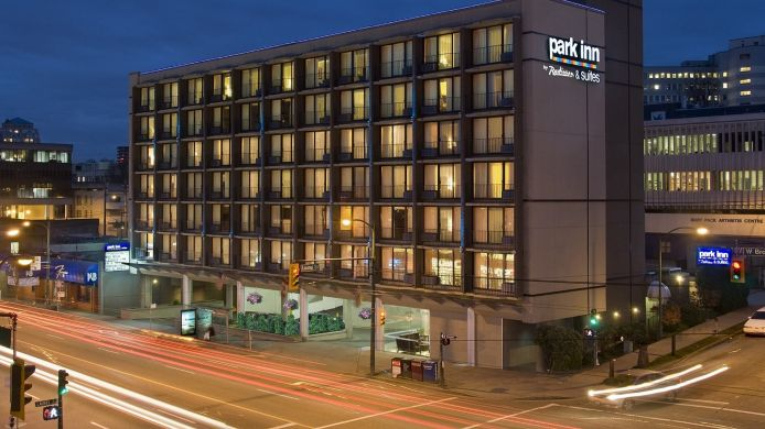 Buitenaanzicht PARK INN AND SUITES VANCOUVER