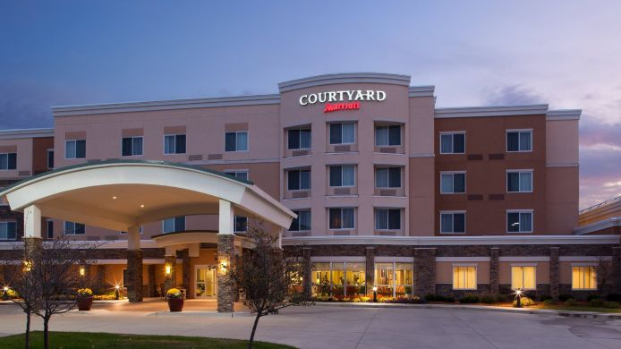 Exterior view Courtyard Des Moines Ankeny
