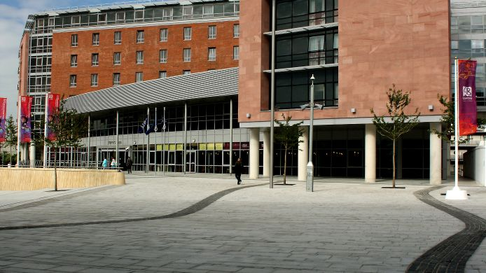 Exterior view Jurys Inn Liverpool