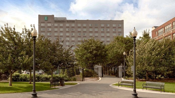 Exterior view Embassy Suites by Hilton Boston at Logan Airport