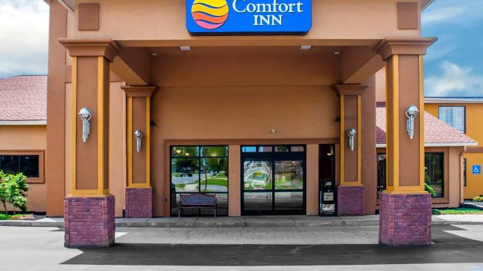 Exterior view Comfort Inn Near Walden Galleria Mall