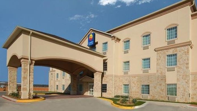 Exterior view Comfort Inn & Suites near Comanche Peak