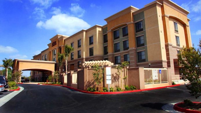 Buitenaanzicht Hampton Inn - Suites Seal Beach