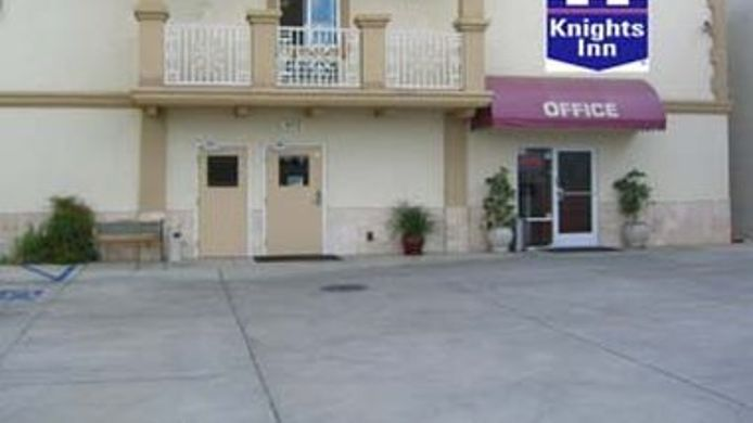 Buitenaanzicht KNIGHTS INN AND SUITES BAKERSF