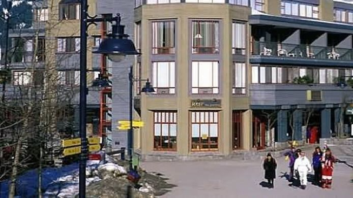 Exterior view Raintree's Whiski Jack At Village Gate House Whistler