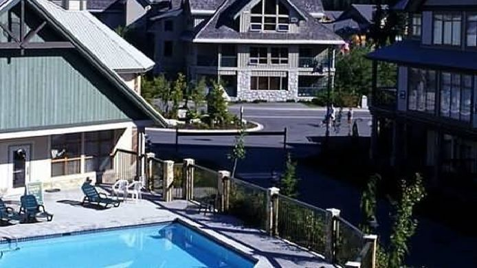 Exterior view Raintree's Whiski Jack At Northstar Whistler