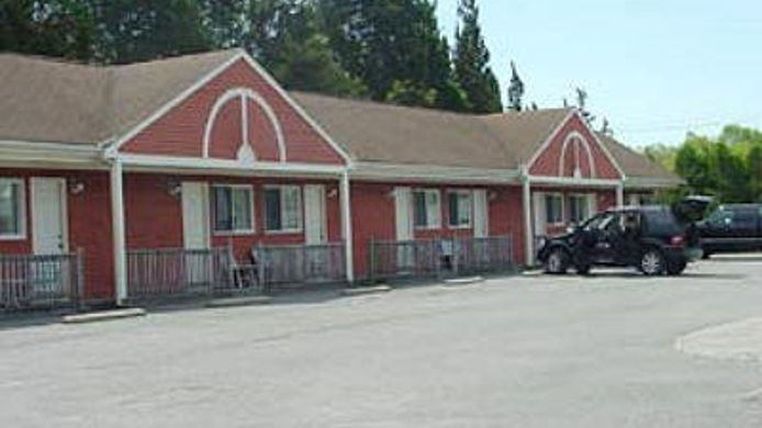 Exterior view BLUE SPRUCE MOTEL TOWNHOUSES