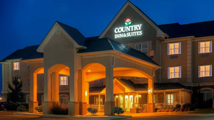 Exterior view COUNTRY INN AND SUITES EMPORIA