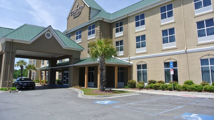 Exterior view COUNTRY INN STES SAVANNAH AIR