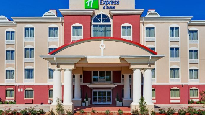 Exterior view Holiday Inn Express & Suites BYRAM