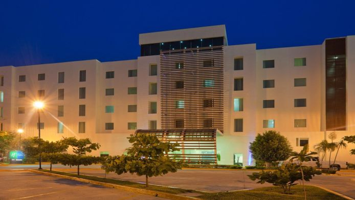 Exterior view Holiday Inn Express CD. DEL CARMEN
