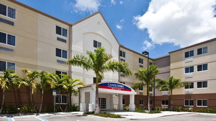 Exterior view Candlewood Suites FORT MYERS-SANIBEL GATEWAY