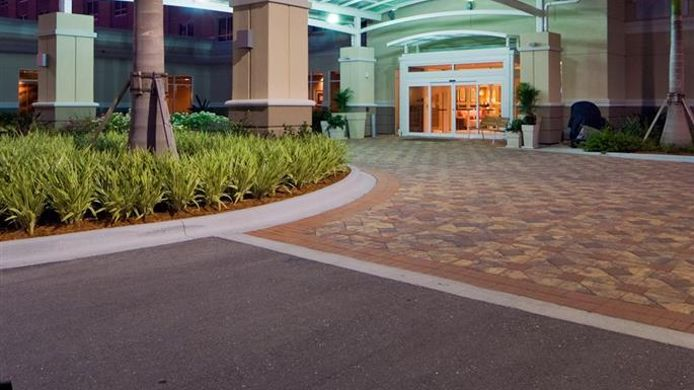 Exterior view Holiday Inn FT. MYERS ARPT-TOWN CENTER