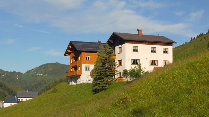 Exterior view Pension Garni Haus Furka
