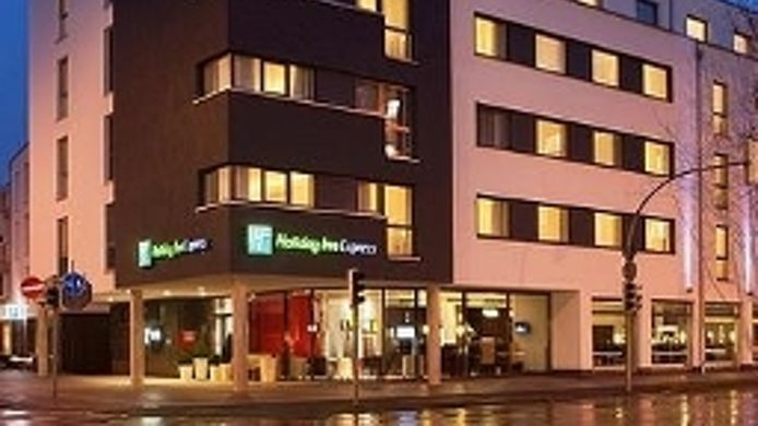 Buitenaanzicht Holiday Inn Express GUETERSLOH