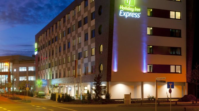 Exterior view Holiday Inn Express BREMEN AIRPORT