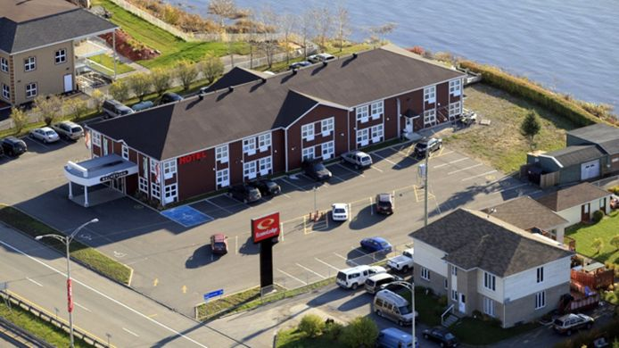 Exterior view Econo Lodge Montmorency Falls
