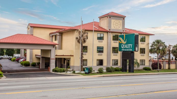 Buitenaanzicht Quality Inn & Suites Ft. Jackson Maingate