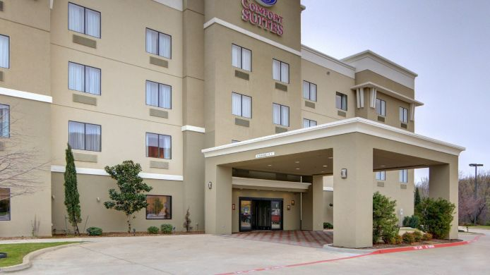 Exterior view Comfort Suites Near Northeast Mall