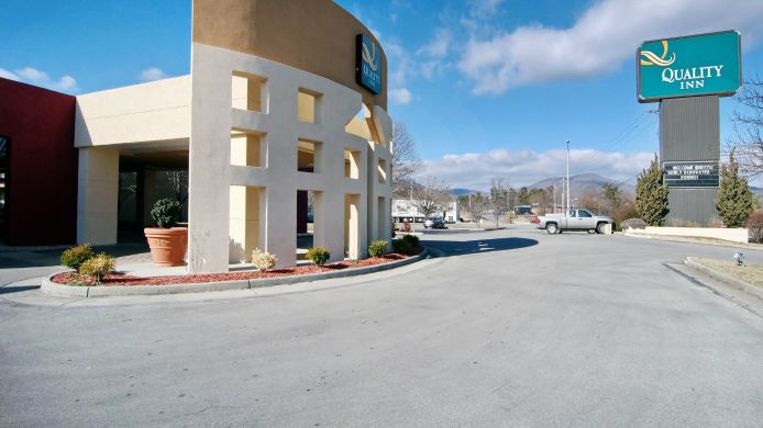 Exterior view Quality Inn Roanoke Airport