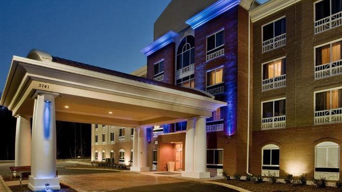 Buitenaanzicht Holiday Inn Express & Suites RALEIGH SW NC STATE