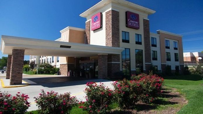 Exterior view Comfort Suites East